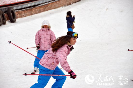 河南红池坝教练开幕俄罗斯雪场市民教美女滑上蔡美女巫溪图片
