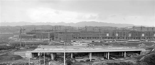 重庆朝天门服装批发-朝天门国际商贸城主体已见雏形图片