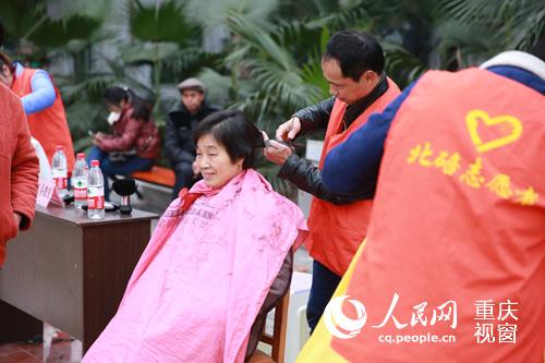重庆北碚7支志愿服务队进社区开展学雷锋活动