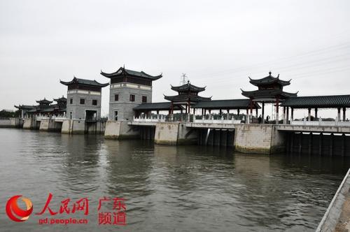 广州长洲岛新担涌水闸投入运行 成中国第一座廊桥结合