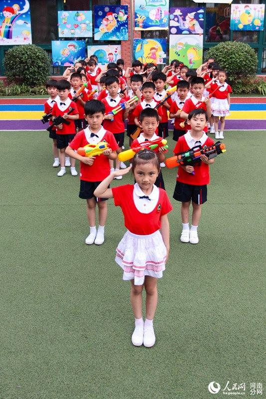 开封一幼儿园拍最强毕业照 1693张照片晒出快乐童年图片