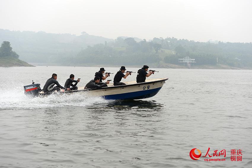 揭秘重庆特警突击队蛙人组 海军陆战队军人当教官