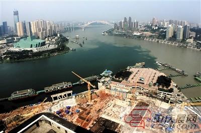 朝天门空中水晶廊桥 如何升上250米高空   重庆来福士广场启动全面建图片