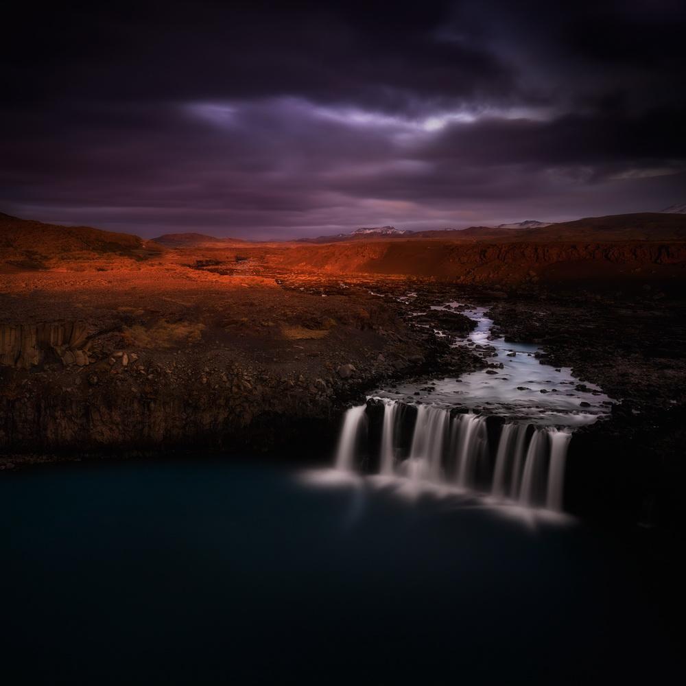 摄影师冰岛拍绝美瀑布景观