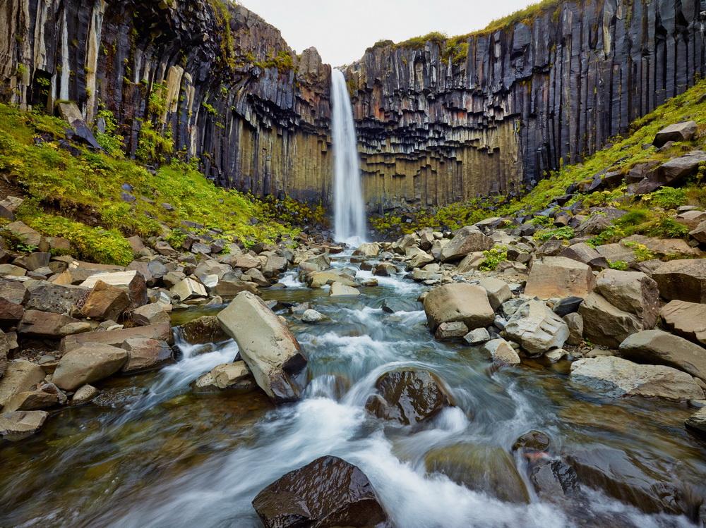 摄影师冰岛拍绝美瀑布景观 彩虹环绕宛如仙境