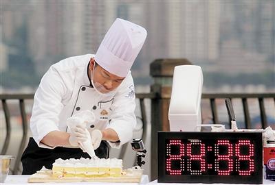 他们把朝天门火锅等元素做进蛋糕里图片
