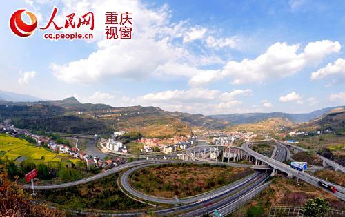 在2009年滬渝高速公路未通車以前石柱縣到重慶主城需5個多小時的車程.