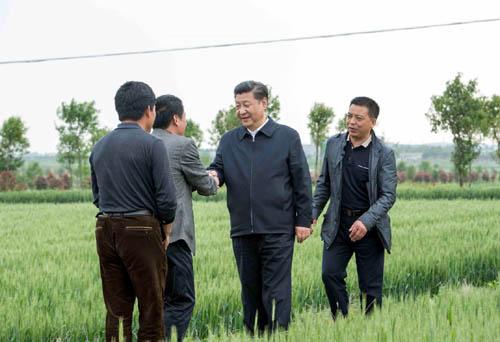 习近平考察小岗村,重温中国改革历程