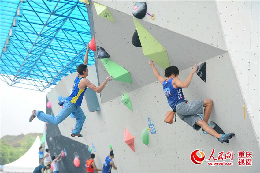 """国际攀联世界杯攀岩赛在渝开赛 看顶尖高手""""飞檐走壁"""""""