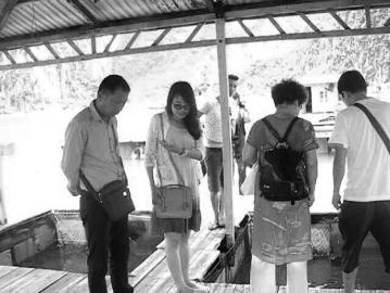 导游揭越南旅游黑幕:游客边检拒给小费护照被撕