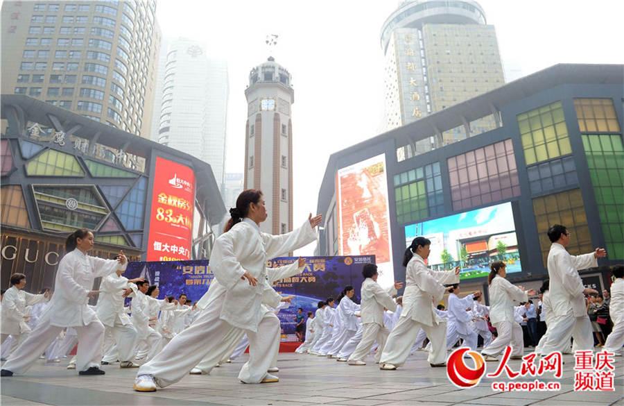 高清:重庆举行国际登楼大赛 最快11分54秒登上73楼