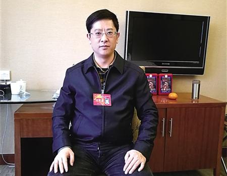 胡涛代表:加快推进全市公交一卡通 方便市民出行