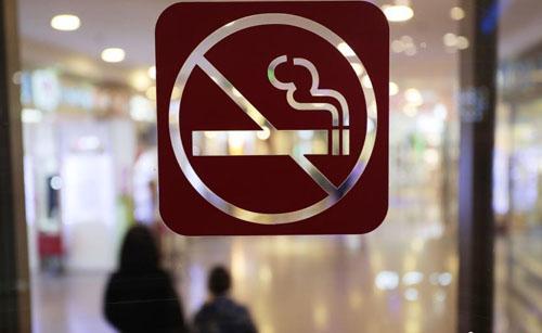 """上海""""最严控烟令""""3月施行"""