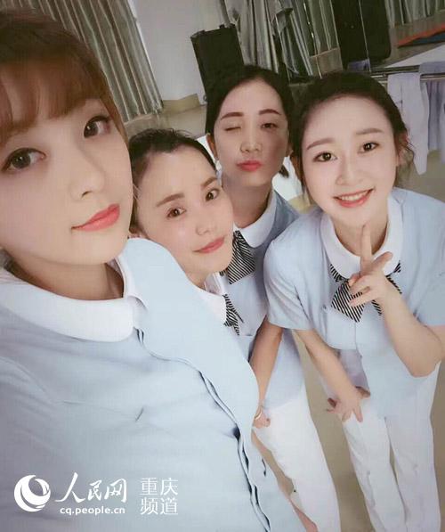 重庆:五美女乘客候车室患病抢救朋友刷热护士咪咪美女头.图片