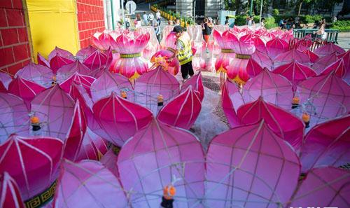 澳门:张灯结彩迎中秋