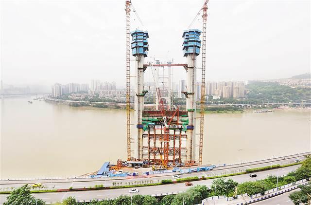 红岩村大桥施工进展顺利