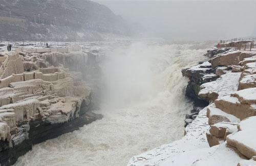 壶口瀑布迎降雪