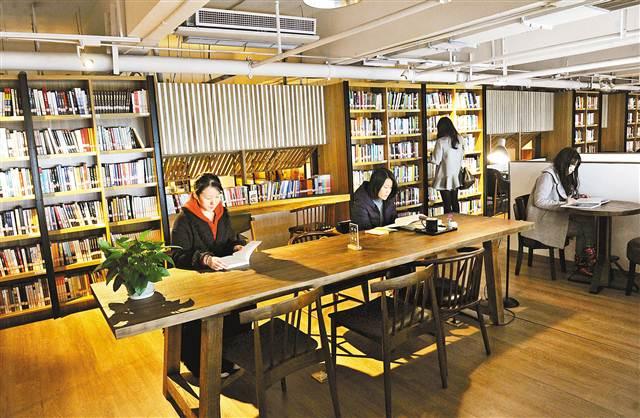 方便市民借阅 公共图书馆开进私营书店