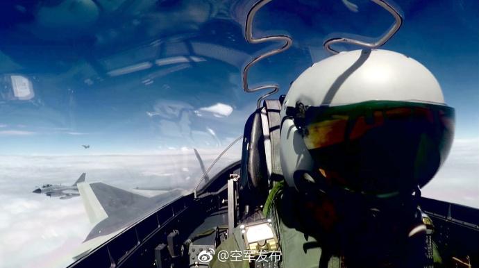 空军歼20战机首次开展海上方向实战化训练