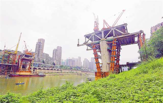 曾家岩大桥架梁施工有序推进 预计年内合龙