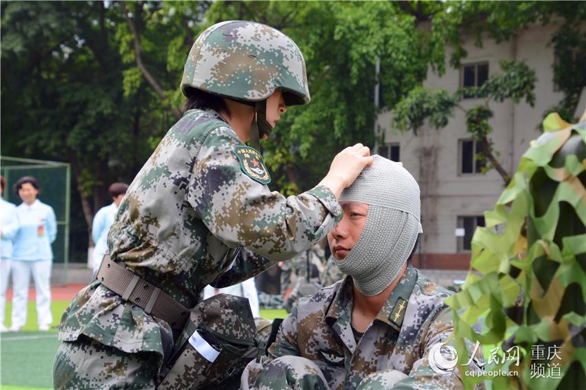 国际护士节 重庆医护人员进行野战救护技能比武