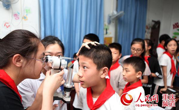 永川:校园宣传爱眼护眼知识