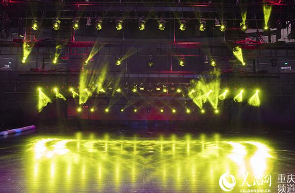 重庆国际马戏城8月17日开戏 场内灯光美轮美奂