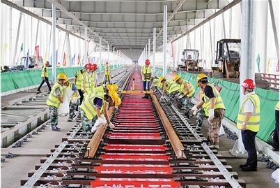 重庆朝天门规划-通环线 穿越 朝天门大桥 将带来全新感受 两边跑汽车,中间是轨道图片