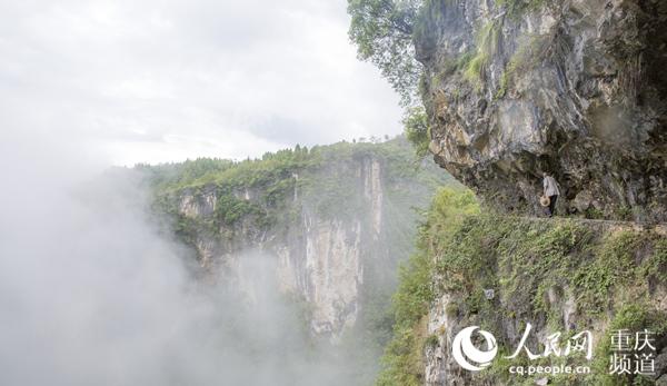 重庆开州:老村长悬崖开渠引水来