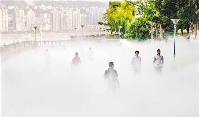 万州南滨公园安喷雾降温系统 散步市民享清凉