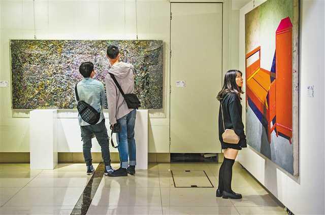 重庆举办首届综合材料绘画作品展