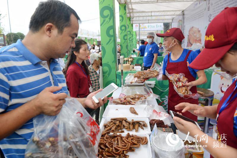 重庆举办首届高速路美食节 各地美食汇集服务区