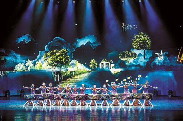 精彩文艺展演呈现重庆绿水青山美丽画卷