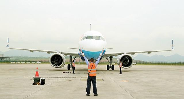 重庆航空首架A320NEO飞机入列