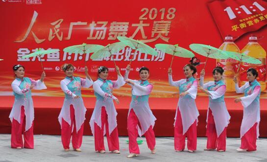 来自重庆舞韵挚爱艺术团带来的舞队曲目《我的祖国》,舞蹈动作优美
