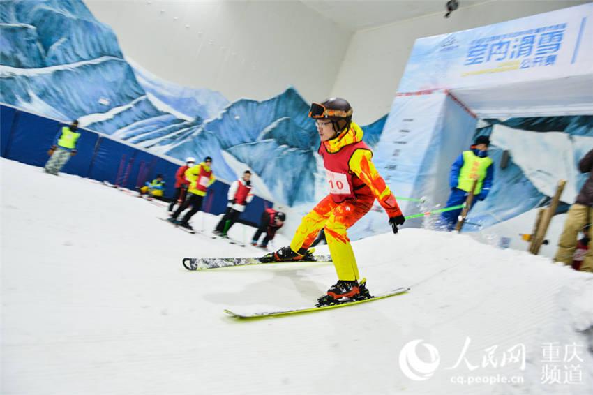 重庆首届室内滑雪公开赛拉开帷幕