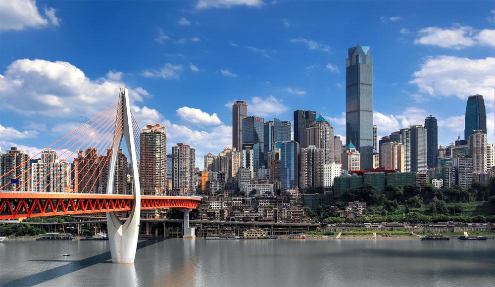 """重庆:""""轮渡过江""""看风景 """"桥梁之都""""联世界蓝天白云映衬下的重庆千厮门"""