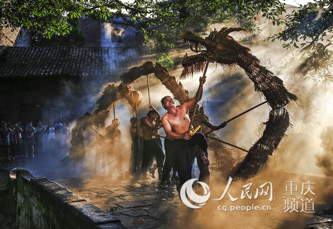 """重庆梁平:非遗进景区游客""""慢""""下来"""
