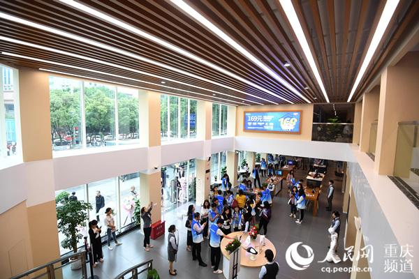 重庆首个5G智慧营业厅亮相南坪