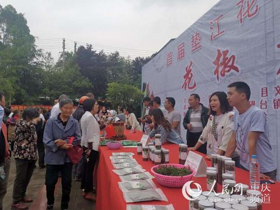 垫江举办首届花椒美食文化节麻辣鲜香味扑鼻