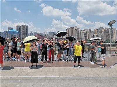 李子坝站有上下两个全国游客居民享于贩子