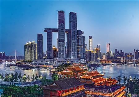 重庆来福士开业 :建筑面积约23.5万平方米 拥有近450个品牌店铺