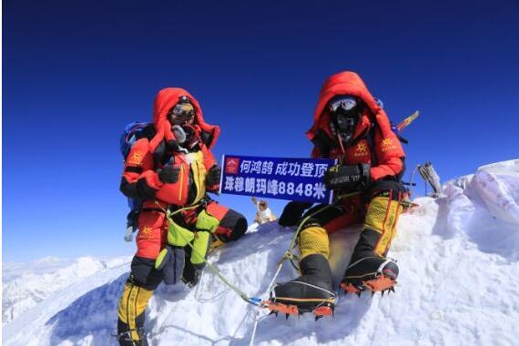 41岁重庆女子登顶珠峰:走过遇难者身边很平静