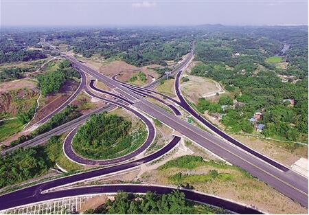 """重庆首条绿色高速路到底""""绿""""在"""