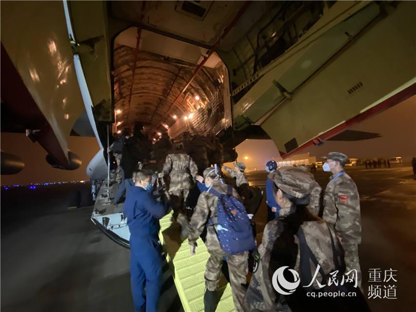 陆军军医大学150人医疗队连夜驰援武汉