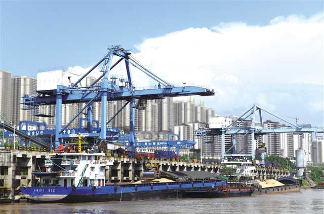 万州:铁水联运忙