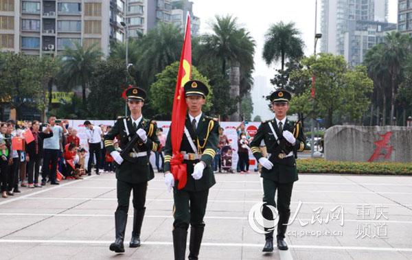 江北在区人民政府广场举行升国旗仪式