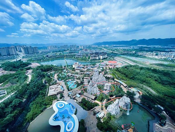 耍水、滑雪重庆融创文旅城开启新夏追凉季