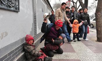 随手拍照解救乞讨儿童 2011年年终盘点